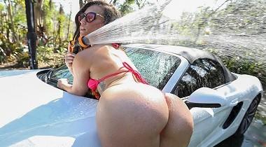Bangbros.com - Ass Parade - Kelsi Twerk Carwash by Kelsi Monroe 380x210